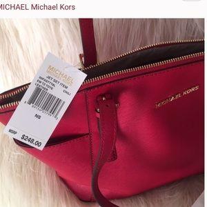 Michael Kors tote in Chili